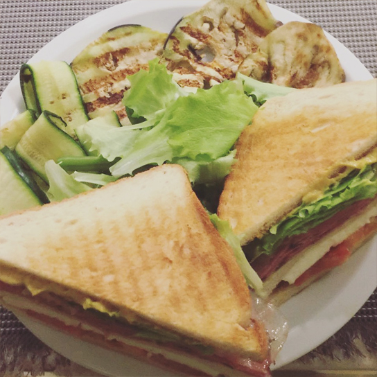 club-sandwich-al-pastrami-1